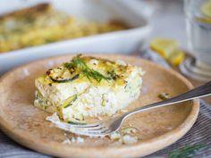 Fluffiger Zucchini-Auflauf mit Feta und frischen Kräutern