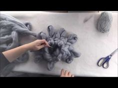 How to arm/hand knit a super chunky Merino wool pillow with BeCozi - YouTube