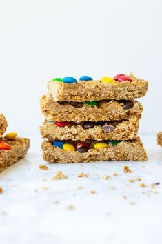 Treat your kids to an easy homemade snack after school. These no-bake granola bars with M&Ms, oatmeal and peanut butter are delicious and simple to make. No Bake Granola Bars, Oatmeal Bars, Easy Homemade Snacks, Peanut Butter Cup Cookies, Oatmeal Recipes, Mini Chocolate Chips, School Snacks, Afternoon Snacks, Salted Butter