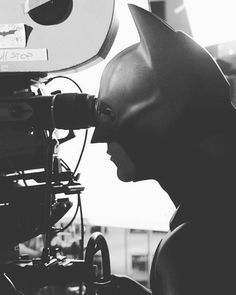 Christian Bale on the set of Batman Begins Batman Comic Art, Im Batman, Batman Stuff, Batman Robin, Dc Comics, Batman Comics, Marvel Dc Movies, Superhero Movies, The Dark Knight Trilogy