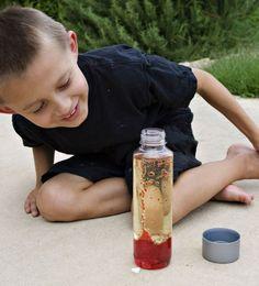 experimente-kinder-rote-lavalampe-basteln-chemie-flüssigkeiten-mischen