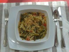 Pasta con il tenerume e le zucchine: specialità estiva siciliana.