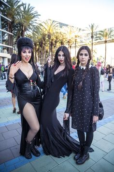 Elvira, Morticia and Wednesday - The WonderCon 2015 Cosplay Gallery (630+ Photos) - Tested