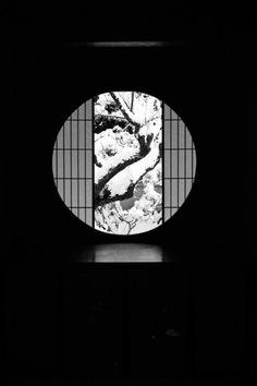The room with a view - Unryu-ji temple Kyoto Japan Japan Design, Japanese House, Japanese Art, Japanese Geisha, Japanese Kimono, Zen, Winter In Japan, Plakat Design, Japanese Interior