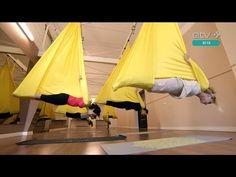 На седьмом небе: урок антигравитационной йоги - YouTube