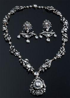 Diamond necklace & earrings.
