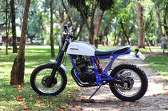 XLX 250 Tracker by Deal Cycle   Garagem Cafe Racer Yamaha 250, Vintage Bikes, Retro Vintage, Cb 300, Honda Dominator, Street Tracker, Cafe Racer Motorcycle, Big Bear, Scrambler