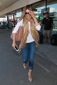 10 Celebrities Over 40 Who Look Amazeballs in Jeans: Sofia Vergara - Add a Printed Scarf