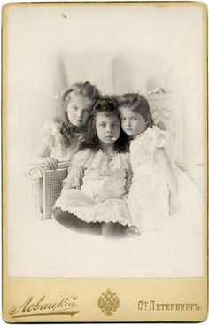"The Grand Duchesses Olga & Tatiana Romanov of Russia & cousin Princess Elisabeth ""Ella"" (Elisabeth Marie Alice Viktoria) (11 Mar 1895-16 Nov 1903) Hesse in St. Petersburg, Russia by photographer S. Levitsky in 1900."