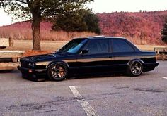 BMW E30 3 series black slammed