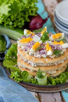 Enkel smörgåstårta med tonfiskröra   Fredriks fika - Allas.se Sandwich Cake, Sandwiches, Fika, Savoury Cake, Food Styling, Avocado Toast, Great Recipes, Tapas, Good Food