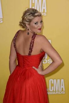Lauren Alaina at the 2012 CMA Awards..looks like someone I know! Looks like Kendall!