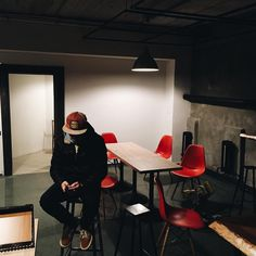 Обставляемся👌🏻#м2кофе #tmn #тюмень #тюменькофе #тюменькофейня #tmncoffee #coffee #cafe #cafetmn #кафетюмень #design #м2coffee