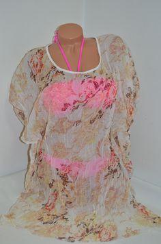 Дамска плажна туника в бежов цвят и нежни цветя. Мека и финна материя с намачкан ефект, нежно ще докосва тялото Ви