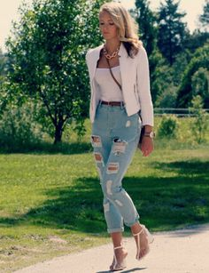 High waisted ripped jeans + blazer.