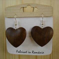 Cercei din lemn sculptați în formă de inimioare tridimensionali. Produs finisat 100% cu uleiuri naturale.