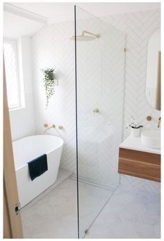 Shower Bath Combo, Small Bathroom With Shower, Bathroom Design Small, Laundry In Bathroom, Bathroom Interior Design, Walk In Shower Bath, Wet Room Bathroom, Master Bathroom, Tiled Walls In Bathroom