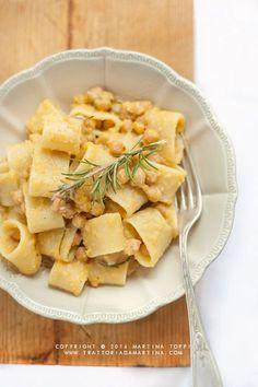 Mezzi paccheri con crema di ceci e rosmarino - Trattoria da Martina - cucina tradizionale, regionale ed etnica