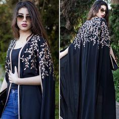 سهر صالح Kaftan Gown, Hijab Gown, Iranian Women Fashion, Arab Fashion, Mode Abaya, Mode Hijab, Caftan Gallery, Mode Kimono, Abaya Designs