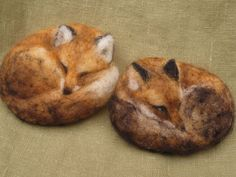 I've made sleeping foxes before, but I really like how realistic these ones are.