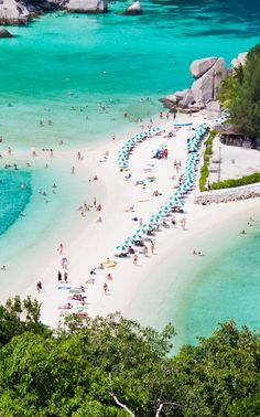 #Koh_Nang_Yuan or #Nang_Yuan_Island, near #Koh_Tao http://en.directrooms.com/hotels/district/1-1-582-21317/