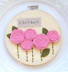 "5 inch hoop art: ""blossom"" with pink felt rosettes. Felt Flowers, Fabric Flowers, Diy Flowers, Embroidery Hoop Crafts, Felt Pillow, Crafts For Seniors, Felt Baby, Felt Decorations, Felt Ornaments"