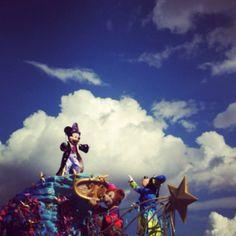 Mickey MC magic everywhere parade!!