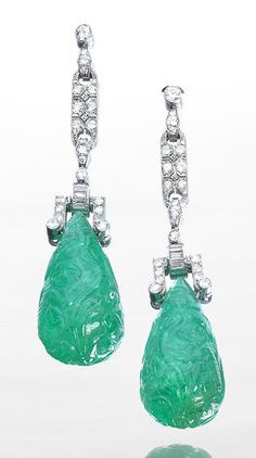 Fashion | Jewellery Antique | Rosamaria G Frangini || An Art Deco Emerald and Diamond Earring , circa 1930. *****
