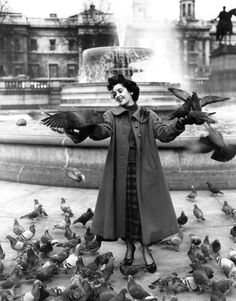 Elizabeth Taylor with nasty birds. Love the the photo, but the pigeons creep me out.