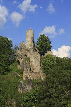 Frýdštejn, kalendář Naše hrady a zámky 2017 Chateaus, European Countries, Czech Republic, Hogwarts, Poland, Monument Valley, Mount Rushmore, Castle, Bohemia