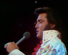 Elvis in concert in Hawaii january 14 Elvis Presley Posters, Elvis Presley Family, Elvis Presley Music, Elvis Presley Photos, Elvis Aloha From Hawaii, Memphis Mafia, Elvis In Concert, Sweet Memories, Childhood Memories