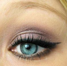 Shale MAC eyeshadow