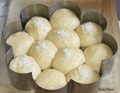 Very light brioche with fromage blanc - Touche de Saveurs - - Bread Recipes, Cooking Recipes, Healthy Recipes, Croissants, Desserts With Biscuits, Food Wishes, Bread And Pastries, Quick Easy Meals, Brunch
