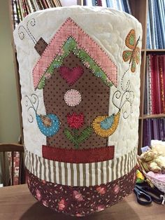56 New ideas patchwork pillow appliques machine embroidery Patchwork Baby, Patchwork Pillow, Embroidery Applique, Machine Embroidery, Quilting Projects, Sewing Projects, Bird Quilt, Galo, Doll Quilt