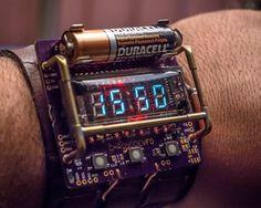 Tecnoneo: Reloj de muñeca para ver la hora con estética steampunk