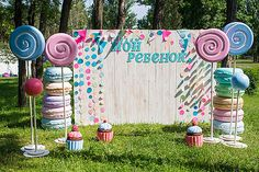 Фотозона «Сладости и радости» | Аренда свадебного декора в Киеве