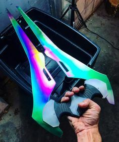 is a copy of the energy sword in halo Ninja Weapons, Anime Weapons, Weapons Guns, Fantasy Weapons, Pretty Knives, Cool Knives, Swords And Daggers, Knives And Swords, Maquillage Phosphorescent