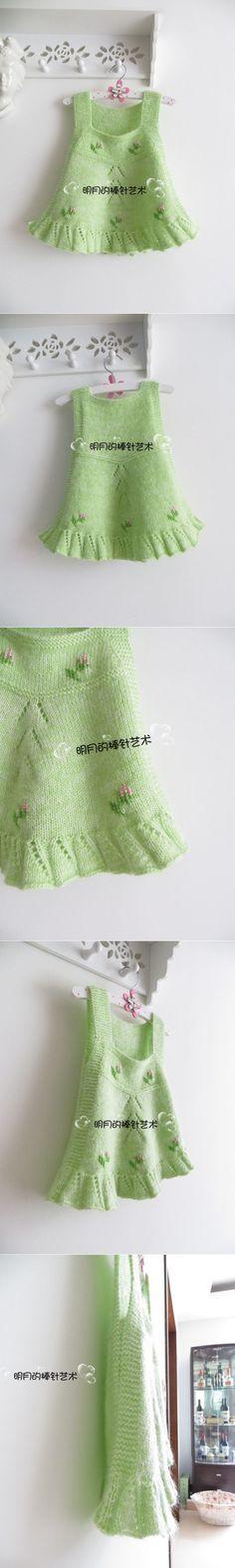 Детский сарафанчик с вышивкой, связанный спицами.