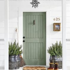 Sage green front door Sage green wall color Green is one of my favorite colors and I epsecially love this lighter shade. Sage green is so claming. I'm sharing my favorite examples of sage green decor. Exterior Door Colors, Front Door Paint Colors, Exterior Front Doors, Painted Front Doors, Best Front Door Colors, Entry Doors, Wood Exterior Door, Exterior Design, Front Entry