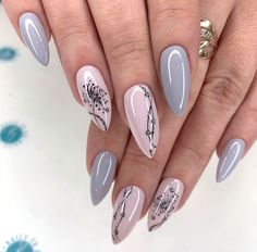 simple spring nail designs for short nails and long nails 15 New Years Nail Designs, New Years Nail Art, Nail Art Designs Videos, Long Nail Designs, Nagellack Design, Nagellack Trends, New Year's Nails, Red Nails, Sparkle Gel Nails