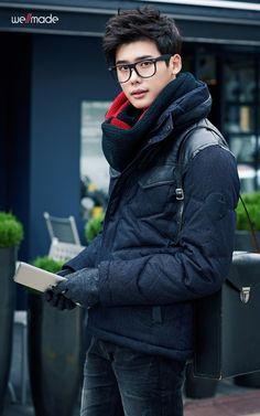 lee jong suk. asian men and their glasses <3 Like the pic, the sight has an error.