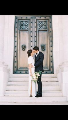 These California residents wanted to bring casual elegance to their black-tie fête Must Have Wedding Pictures, Wedding Picture Poses, Wedding Photography Poses, Wedding Poses, Wedding Portraits, Wedding Family Photos, Wedding Photoshoot, Couple Photography, Wedding Dress Sizes