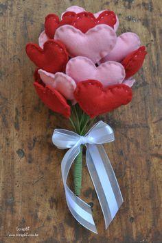 ScrapBi: Buquê de corações de feltro - Rosa e vermelho