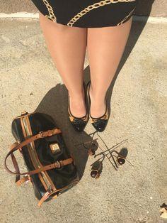 Harisnya- kedvenc kompressziós harisnyám, amely egyáltalán nem nagymamás, hanem gyönyörű, fényes, selymes. És védi a lábam a visszerek kialakulásától. Lipoelastic 140 DEN-es Smooth harisnya homokszínben. Hermes Oran, Miu Miu Ballet Flats, Smoothie, Sandals, Shoes, Fashion, Moda, Shoes Sandals, Zapatos