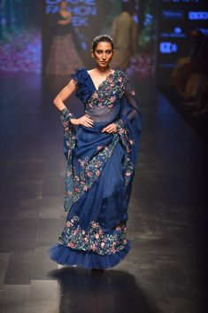 Check out the latest collection by Anushree Reddy showcased at the Lakme Fashion Week Summer/Resort 2019 Showstopper - Kangana Ranaut Lakme Fashion Week, Tokyo Fashion, India Fashion, Look Fashion, Saree Fashion, Fashion Hair, Fashion Weeks, Runway Fashion, Fashion Dresses