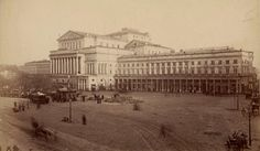 Warszawa w 1870 roku  Plac Teatralny. Widok na Teatr Wielki. To tutaj miały miejsce wielkie manifestacje patriotyczne, przed i w trakcie powstania styczniowego.