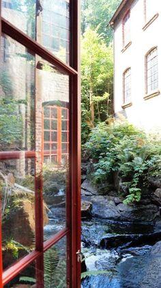 Fensterblick in der ehemaligen Berger Textilfabrik