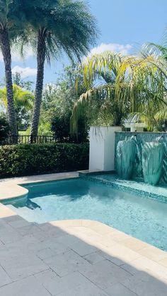 Backyard Pool Landscaping, Backyard Pool Designs, Small Backyard Pools, Swimming Pools Backyard, Swimming Pool Designs, Pool Spa, Backyard Ideas, Outdoor Pool Areas, Small Inground Pool