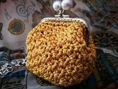 "TUTORIAL - BORSELLINO clic clac ""ARABESQUE"" punto arabescato (part 1) - YouTube Coin Purse Pattern, Crochet Coin Purse, Pouch Pattern, Purse Patterns, Crochet Purses, Crochet Patterns, Filet Crochet, Irish Crochet, Diy Crochet"
