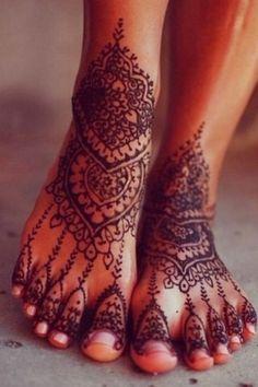 Tattoo au henné noir des pieds